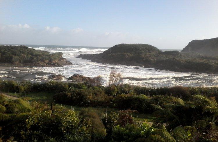 The Tasman Sea is a 10-minute walk away with amazing coastal walks