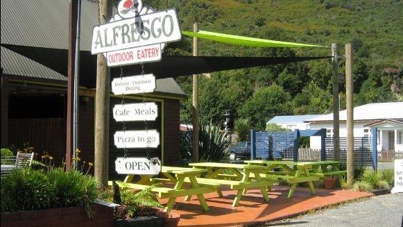 Alfresco eatery.JPG