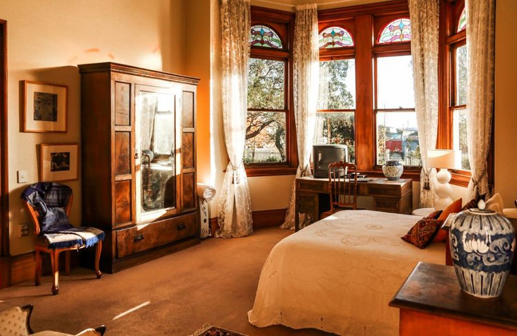 Archer House bedroom