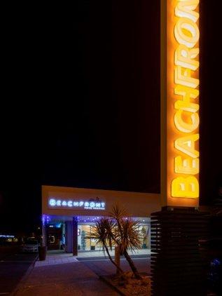 Beachfront Hotel Hokitika entrance.jpg