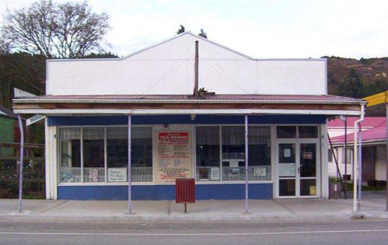 Broadway Tearooms 2003.JPG