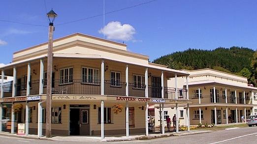 Lantern Court Motel