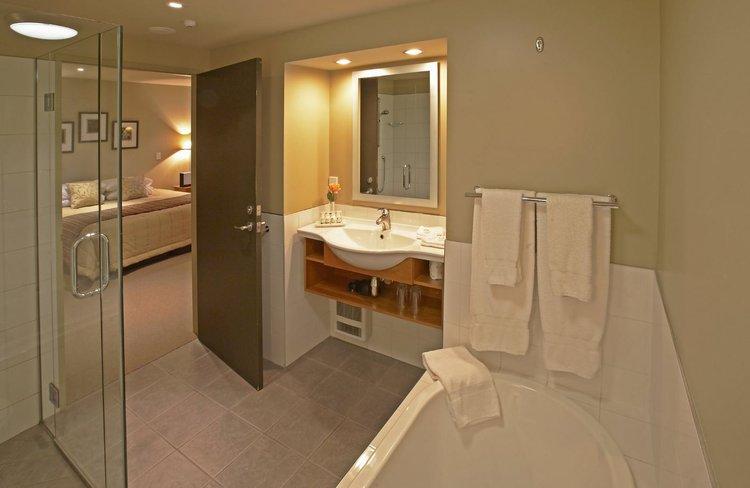 Distinction Hotel Fox Glacier Bathroom