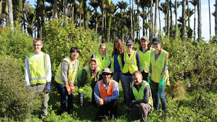 Group Volunteers w Kurt.JPG