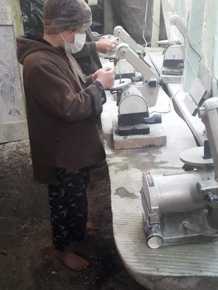 Kids carving.jpg