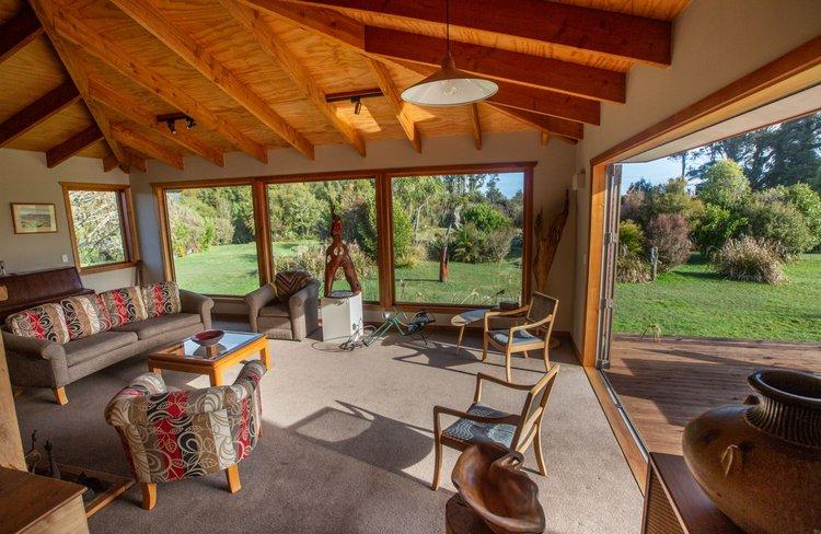 Paramata Lodge - Sitting Room