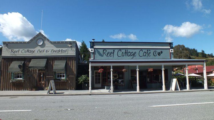 Exterior of Reef Cottage B&B and Cafe