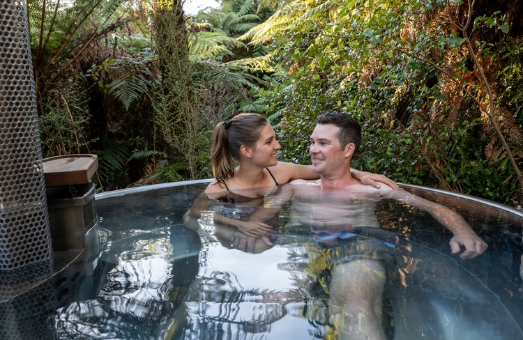 Need to relax & unwind? Soak up the soothing comfort of fresh, warm water in a private wood-fired tub. Franz Josef getaway.