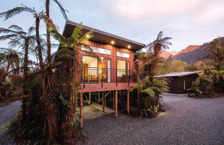 Deluxe Tree Lodge