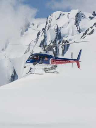 Discover the gigantic expanse of the glacier snowfields with a landing