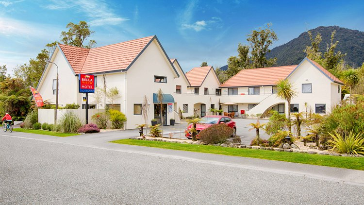 Modern, affordable motel accommodation located in the centre of Franz Josef Glacier village.
