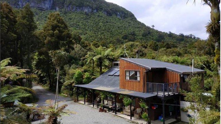 Te Ruru Lodge, main car park