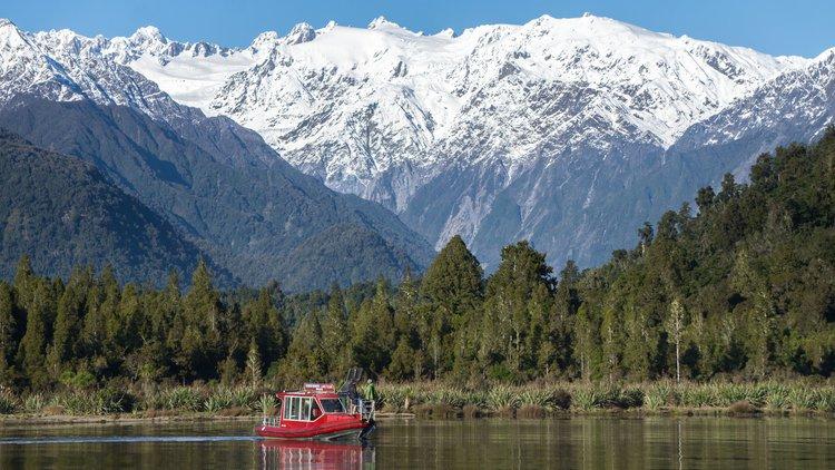 Scenic Tours on Lake Mapourika